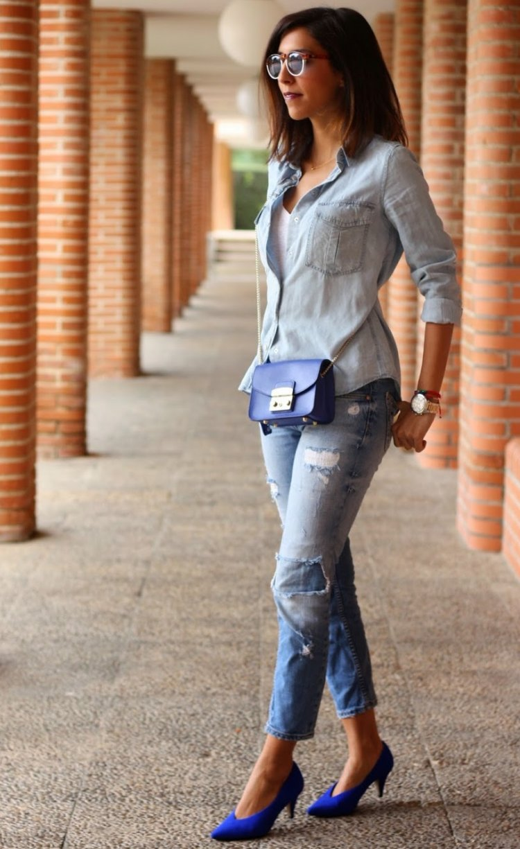Zapatos azules y total denim