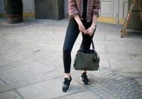 Cómo combinar zapatillas deportivas de mujer