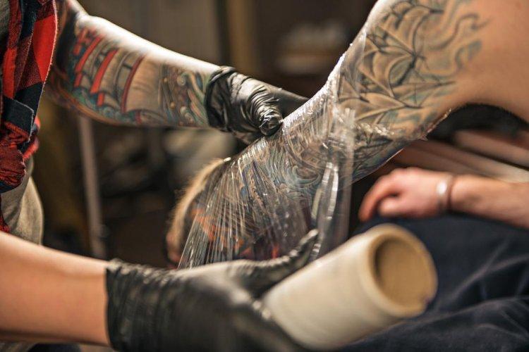 Cuidados de un tatuaje recién hecho